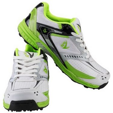 V22 Cricket Stud Shoes  Green & White Size - 6