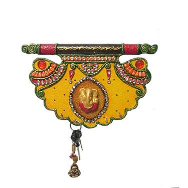 eCraftIndia Paper-Mache Shahi Pankhi Key Holder - Multicolor