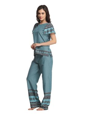 Clovia Crepe Printed Top & Pyjama Set -NS0583P03